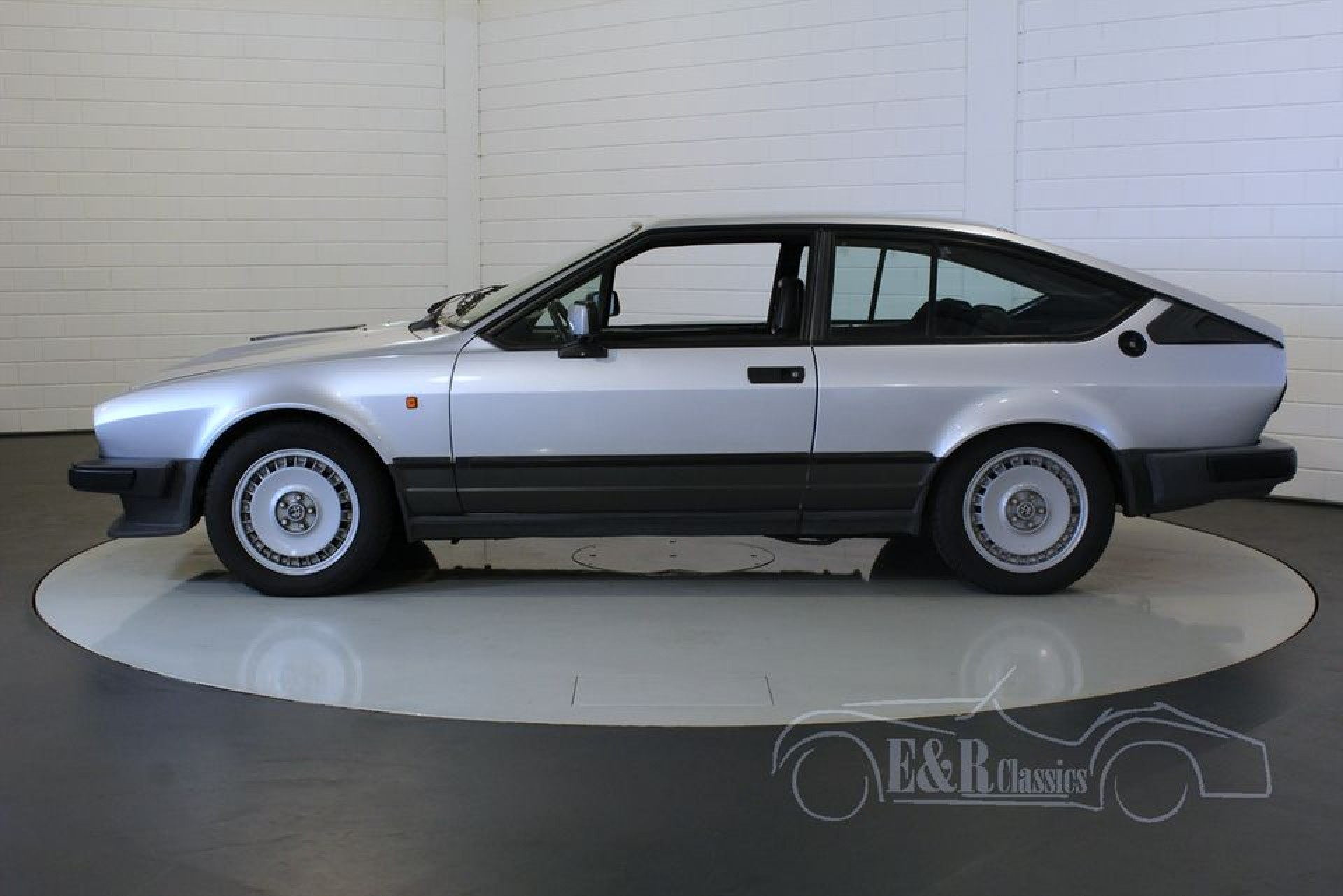 alfa romeo gtv6 savali 1985 te koop bij erclassics. Black Bedroom Furniture Sets. Home Design Ideas